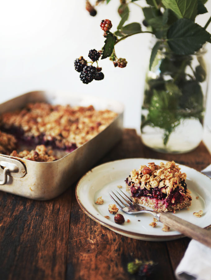 Blackberry Hazelnut Crumble Bars | My New Roots